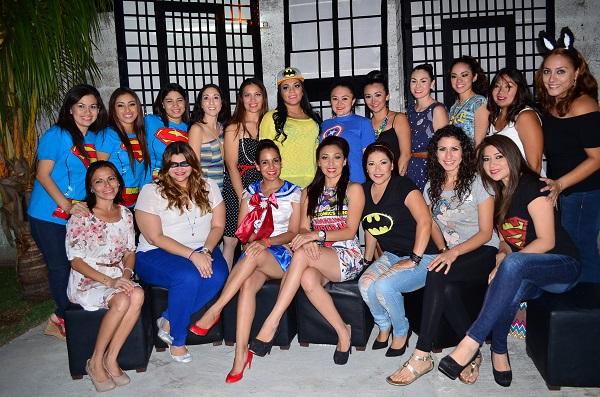 La festejada disfrutando de la reunión con sus amigas Liliana Romero, Cecilia Novelo, Karime Altamirano, Neyra Alicia Pérez, Abril Ortega, Diana Toraya, Sagrario Buenfil, entre otras.