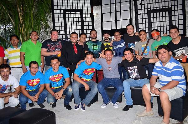 El novio acompañado de sus amigos Alejandro Dorantes, José Pino, Juan Carlos Espinosa, Anuar Mijangos, entre otros.