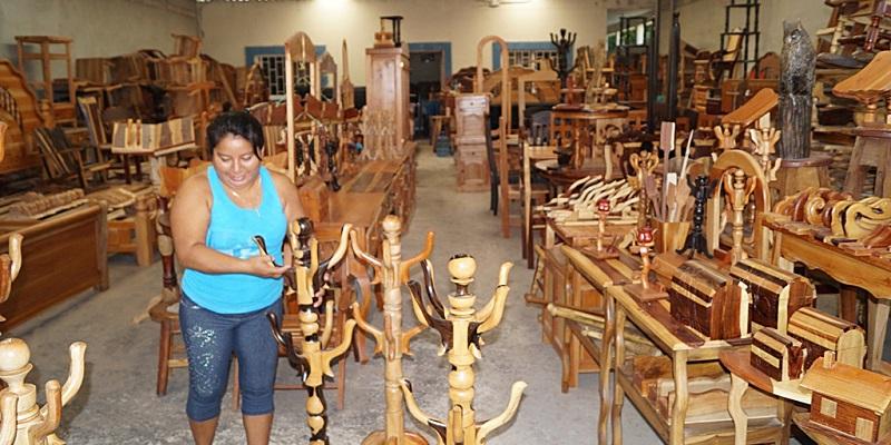 la crisis golpea a carpinteros y artesanos de la comunidad de xbacab