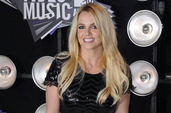 Polmica: Novio de Britney Spears la enga con estrella