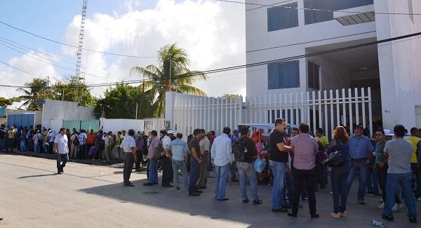 Ex obreros de naviera toman oficinas del sae for Oficina del sae