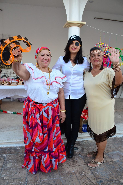 Damas disfrutan carnaval for Karina paredes pacheco