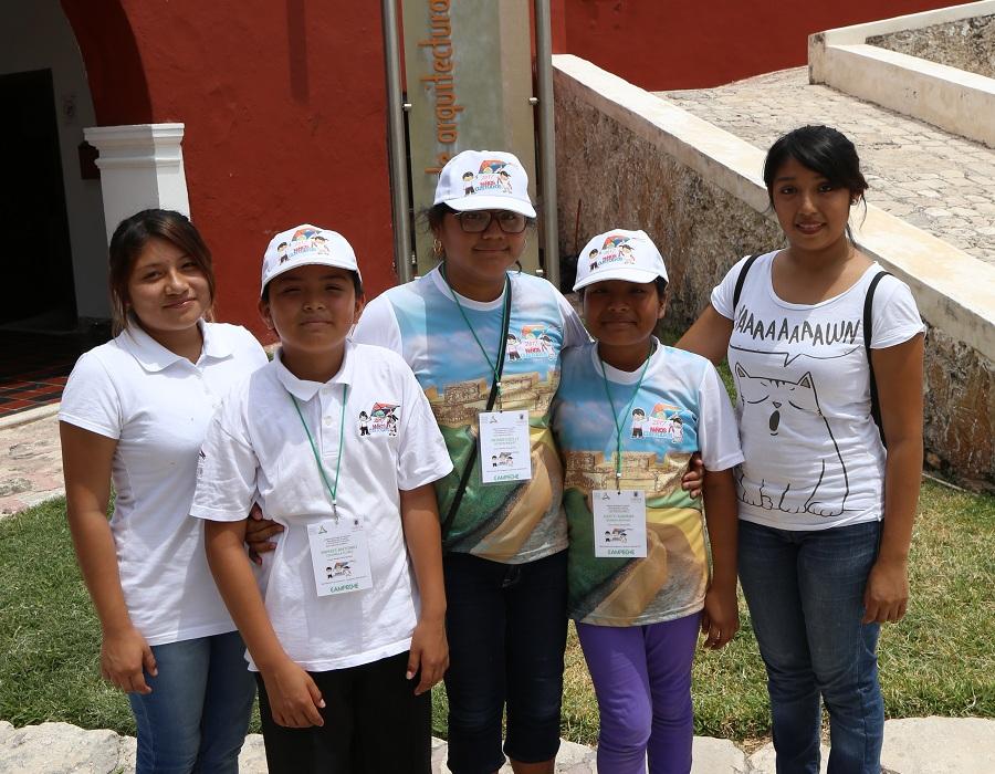 Menores orientan al turismo en la ciudad for Jardin botanico xmuch haltun