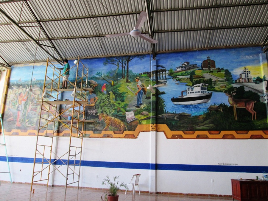 Roberto garc a restaura mural for El mural trailer