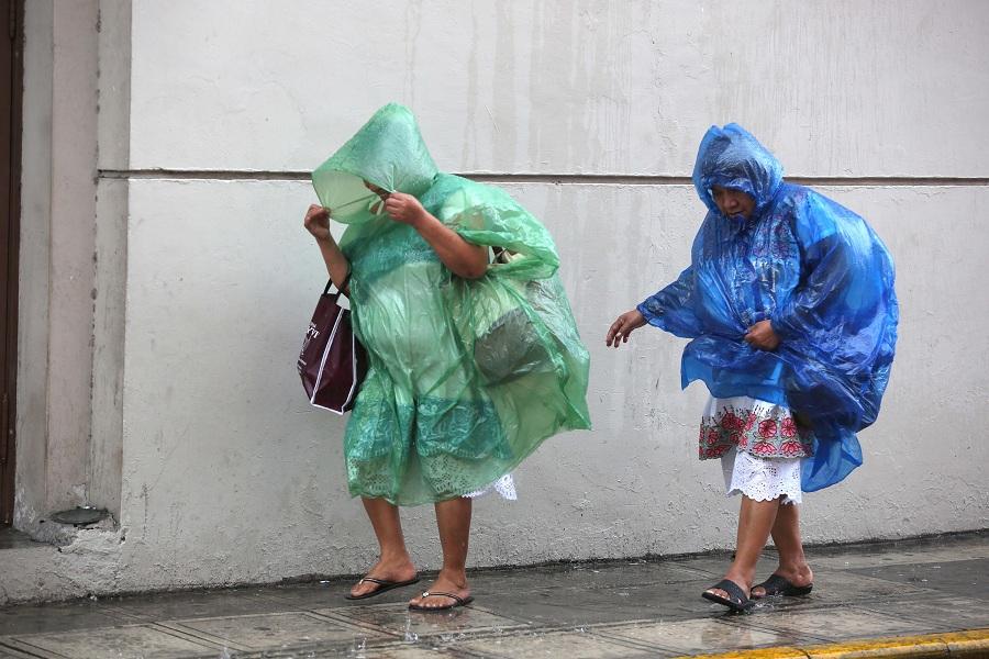 Nate se aleja de costas mexicanas; deja lluvias en Península de Yucatán