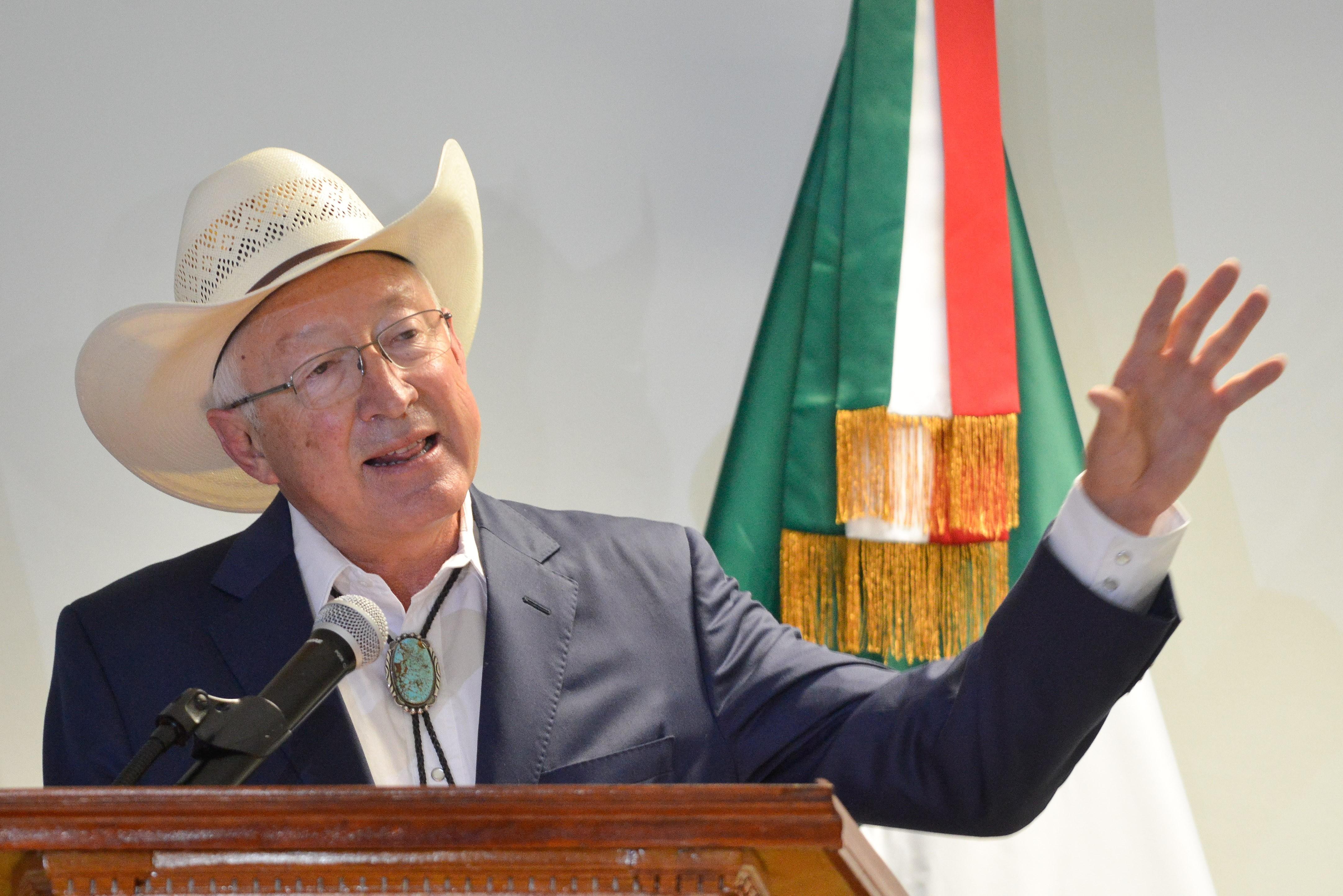 Llega Ken Salazar a México - Tribuna Campeche