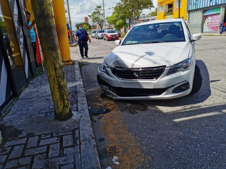 [VIDEO + FOTOS] Sujeto en presunto estado de ebriedad choca e intenta intimidar a los oficiales de vialidad